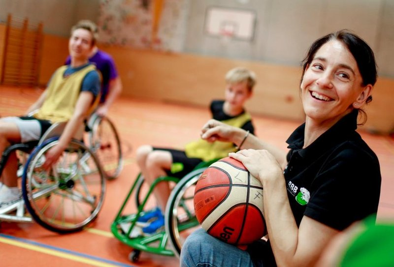 We will roll you – Rollstuhlbasketball macht Schule