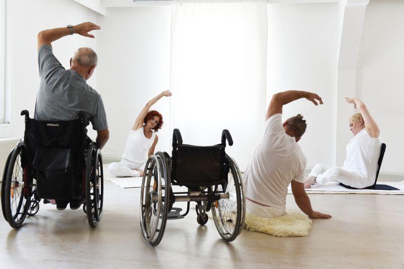 yoga_inklusiv_onlinekurs_19052020_gruppe_web